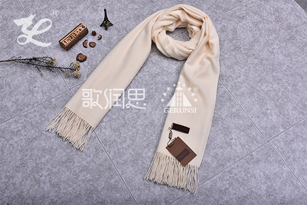 300 grams of flowers (Milky white simple thermal scarf)